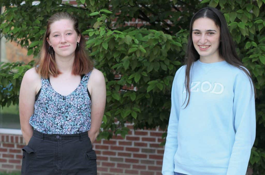 Elisabeth Fink and Claire Parsley, both class of '22